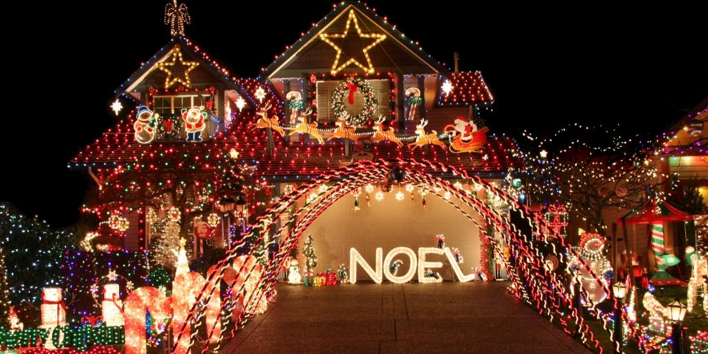 Now that the holidays are here, what better way is there to celebrate than by seeing some light displays. Here in Arizona you are in luck. The Winterhaven Festival of Lights is an amazing option for seeing some outwardly displays of holiday cheer...with LIGHTS!